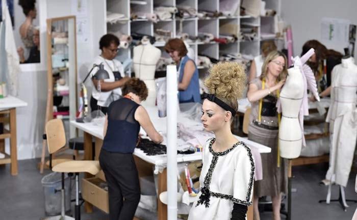 df57bf8ba La tradición artesanal de la alta costura reivindicada por Chanel y Dior